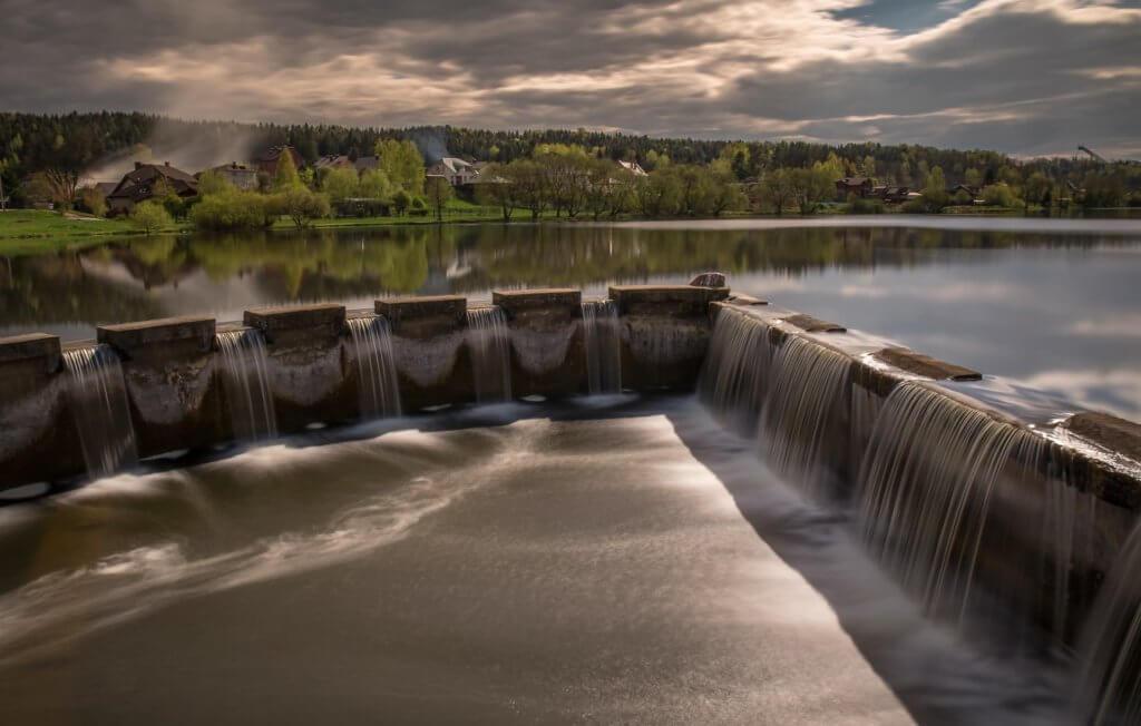 Strom aus Wasserkraft ist eine der vielen Möglichkeiten, nachhaltig Energie zu erzeugen.